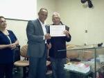 Bispo Antonio entregando para o Pastor Moacir o seu certificado do Instituto Formação de Guerreiros